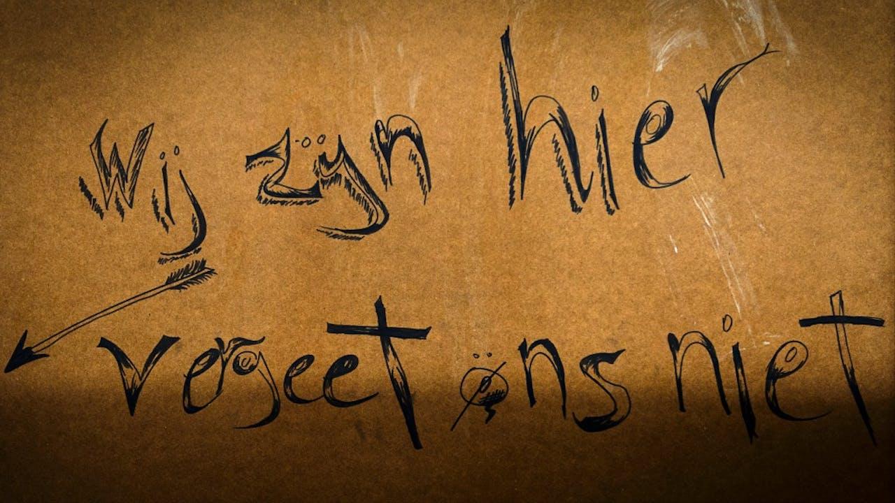 Een tekst in de verlaten noodopvang Heumensoord. Foto: ANP