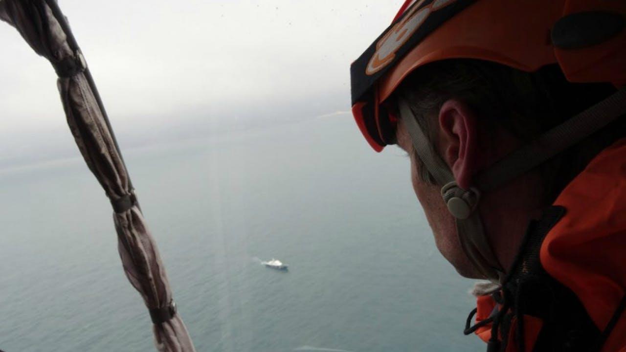 Hulpverleners zoeken in de Zwarte Zee naar wrakstukken van het neergestorte Russische Toepolev-toestel. Foto ANP