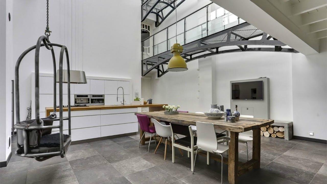 De keuken met loopbruggen. Foto: Funda
