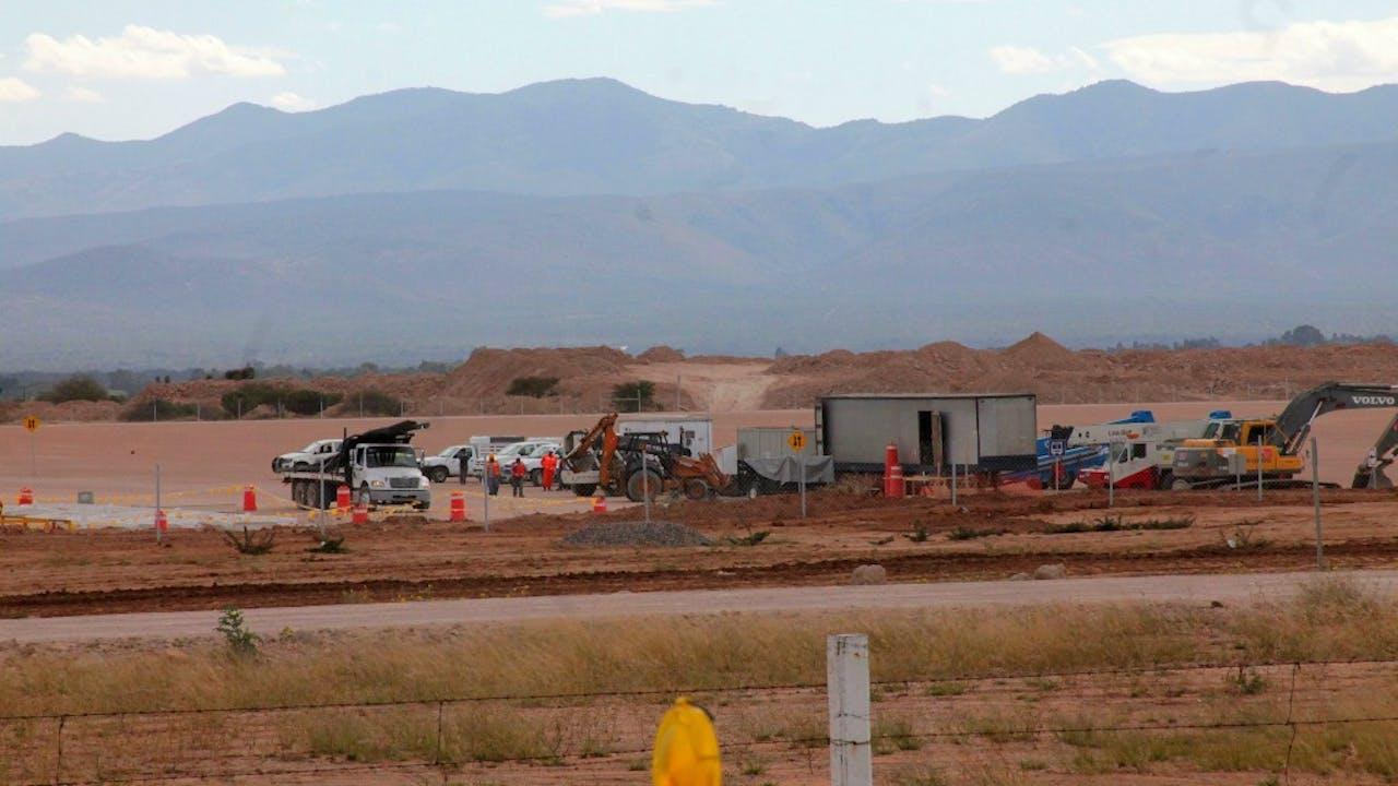 Archieffoto van bouwwerkzaamheden voor een Ford-fabriek in San Luis de Potosi in Mexico. Ford heeft de investering geannuleerd. Foto: ANP/EPA