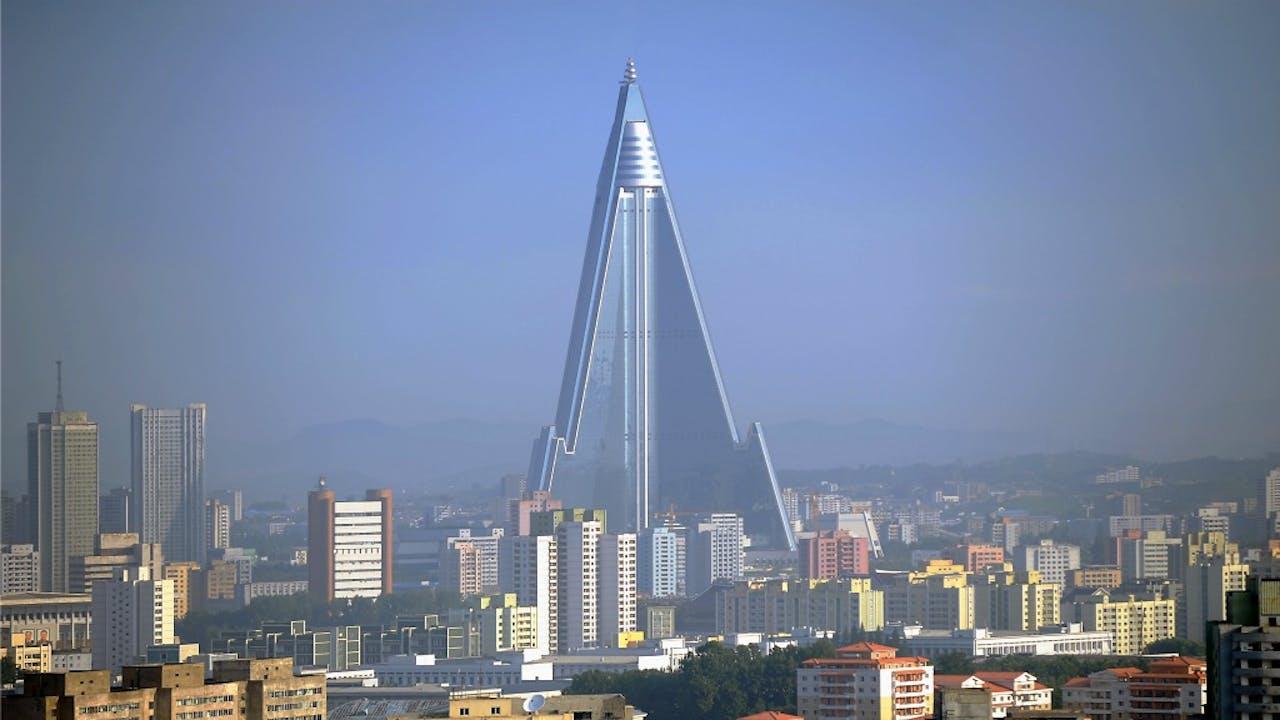 De architectonische hoogstandjes zijn in Pyonyang wel te vinden, maar wat krijg je als toerist níét te zien? Foto: HH/Sueddeutsche Zeitung Photo