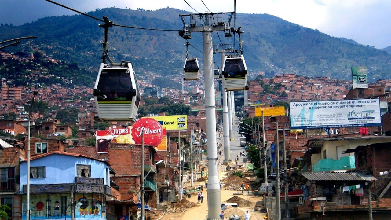 Een Kabelbaan als openbaar vervoer in Medellin, Colombia. Foto: ANP
