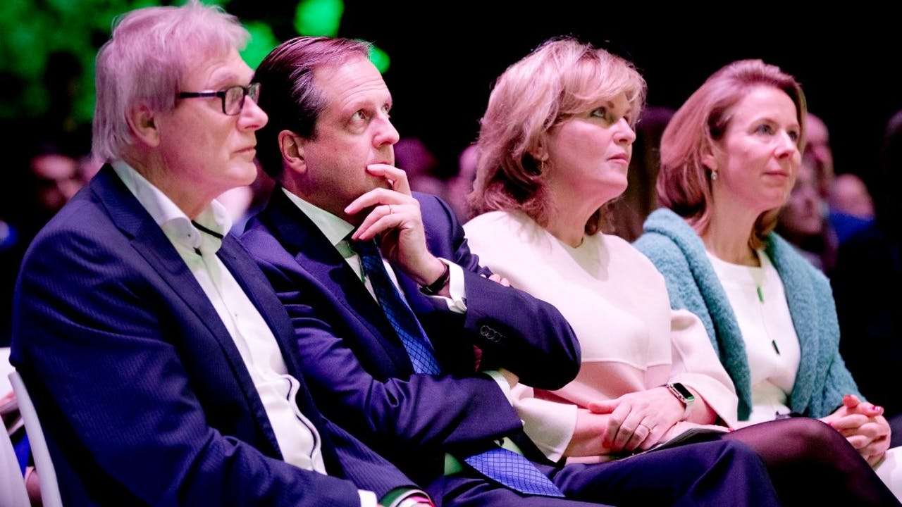 D66-leider Alexander Pechtold (tweede van links) met partijgenoten op het D66-congres in Nieuwegein vandaag. Foto ANP