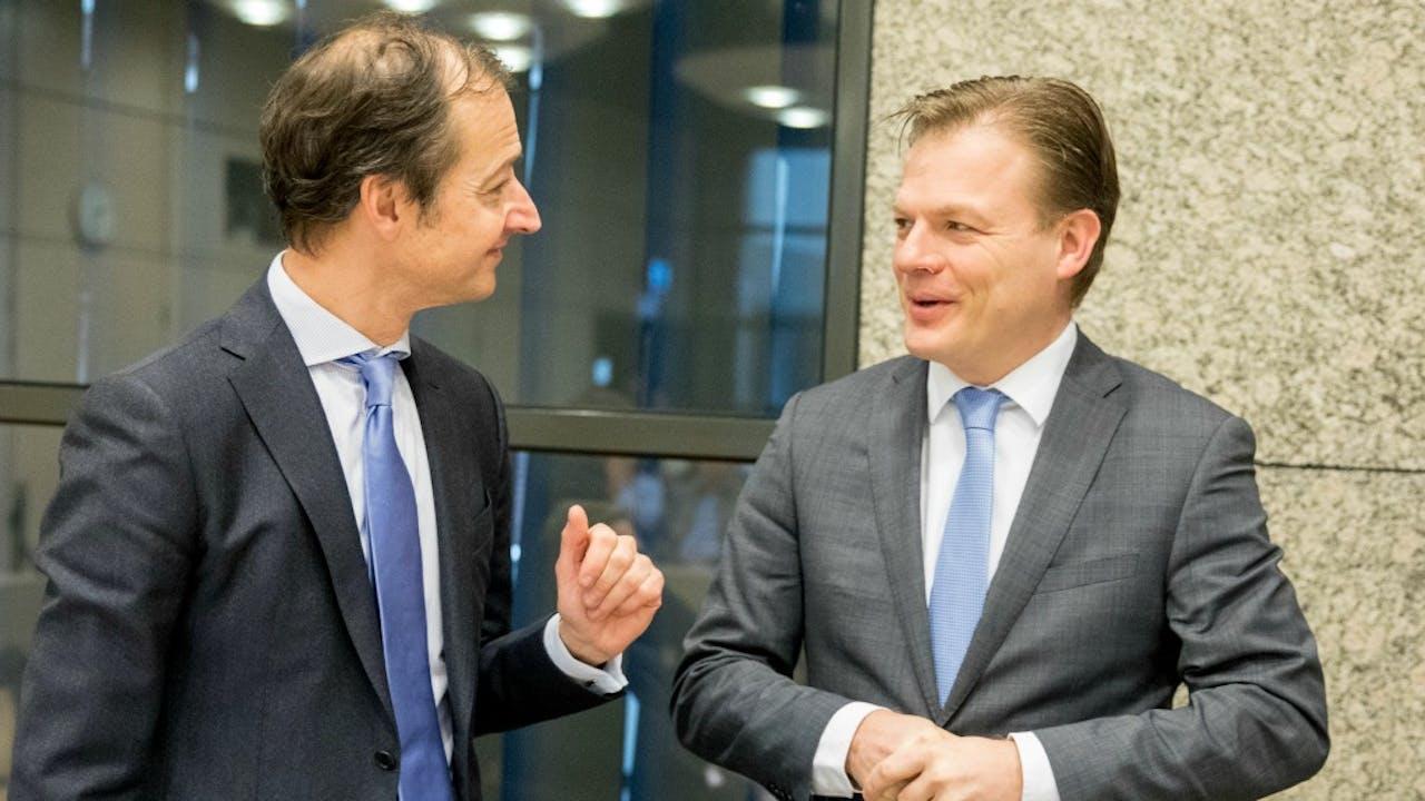 Staatssecretaris Wiebes en CDA-Kamerlid Omtzigt, voorafgaand aan het overleg. Foto: ANP