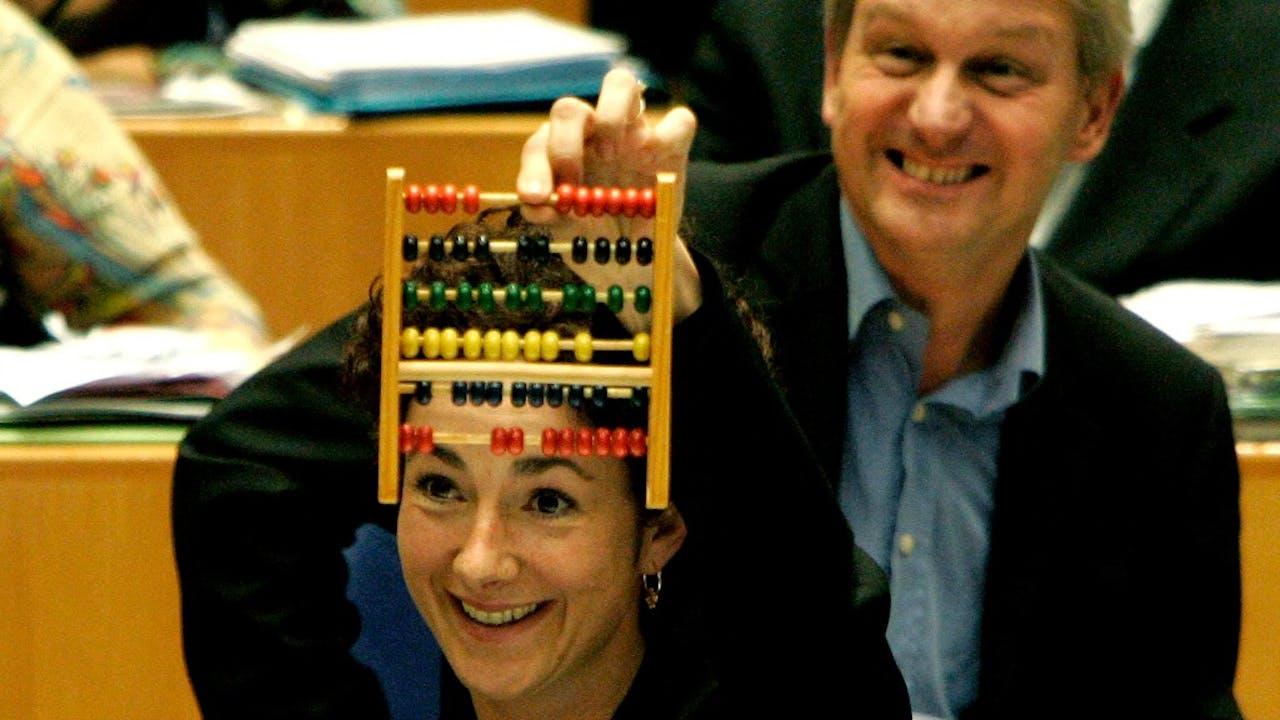 Kijk nou, een telraam in de Tweede Kamer. En Femke Halsema, tot 2010 leider van GroenLinks. Foto ANP