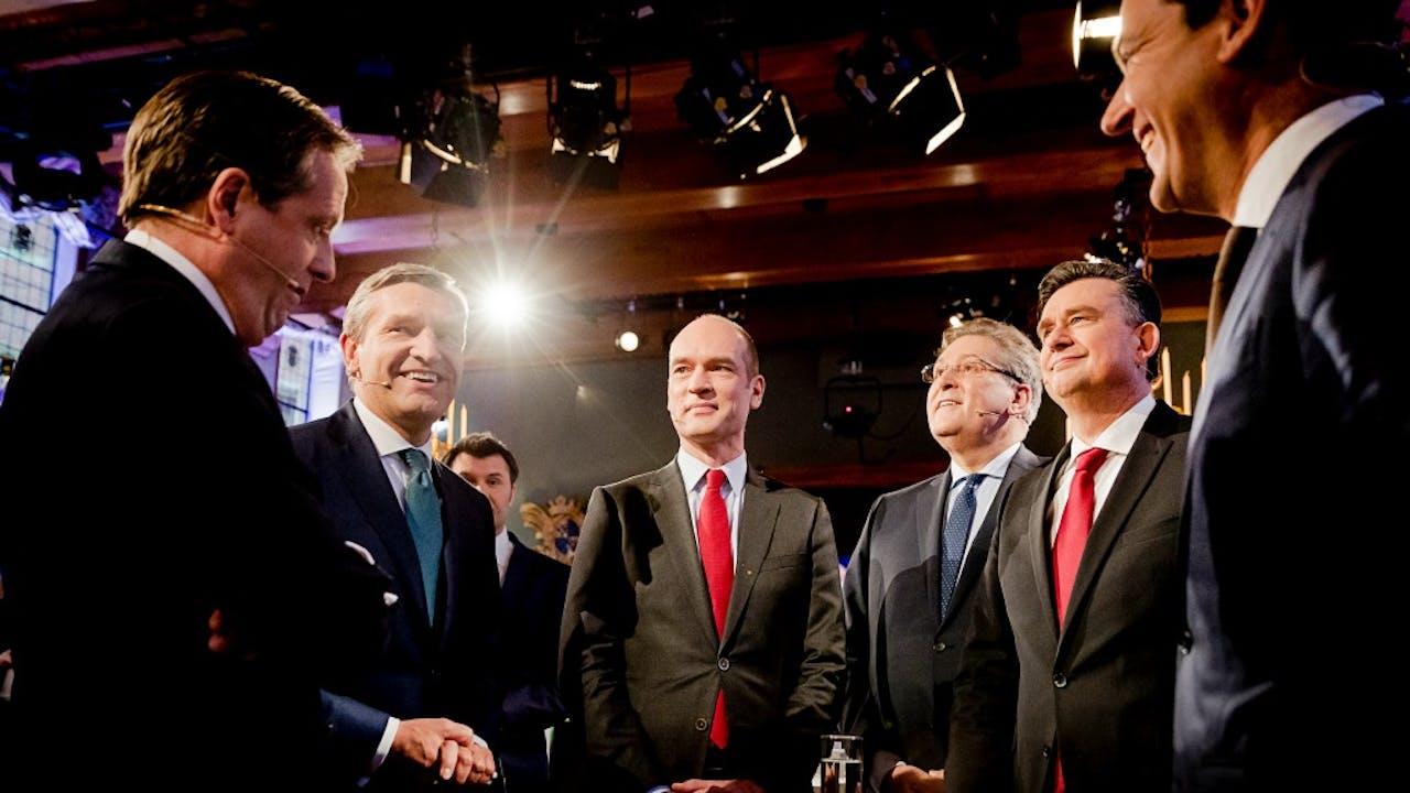 Foto: ANP - Alexander Pechtold (D66), Sybrand Buma (CDA), Gert-Jan Segers (ChristenUnie), Henk Krol (50Plus), Emile Roemer (SP) en Lodewijk Asscher (PvdA)