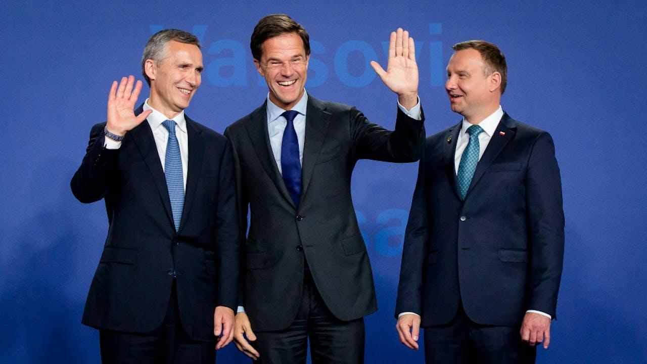 Secretaris-generaal Jens Stoltenberg (links) doet samen met premier Rutte alvast een poging de NAVO aantrekkelijker te maken. Foto: ANP.