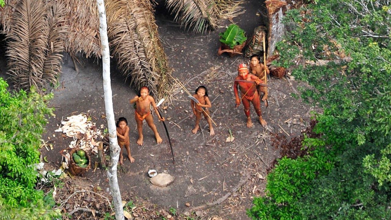 Eerste contact met de buitenwereld, volgens Survival International. Foto: AFP