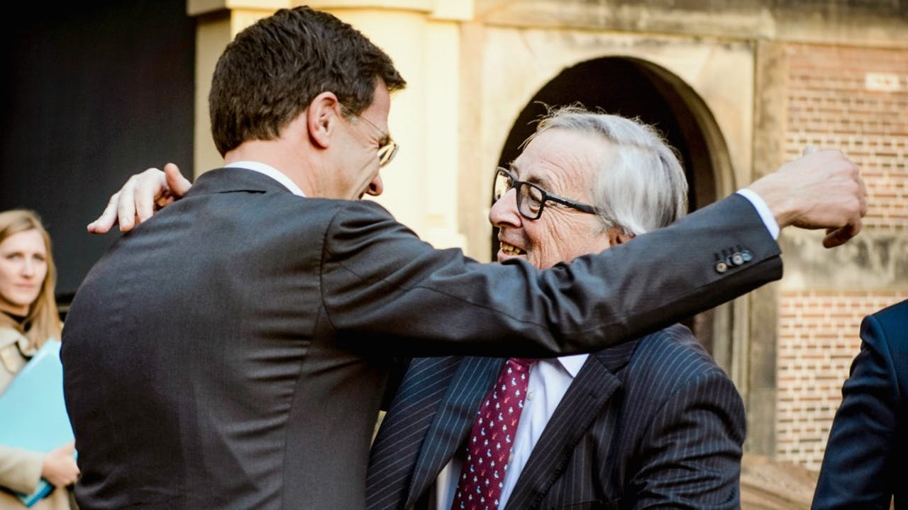 Mark Rutte ontvangt voorzitter Jean-Claude Juncker in 2016. Foto: ANP
