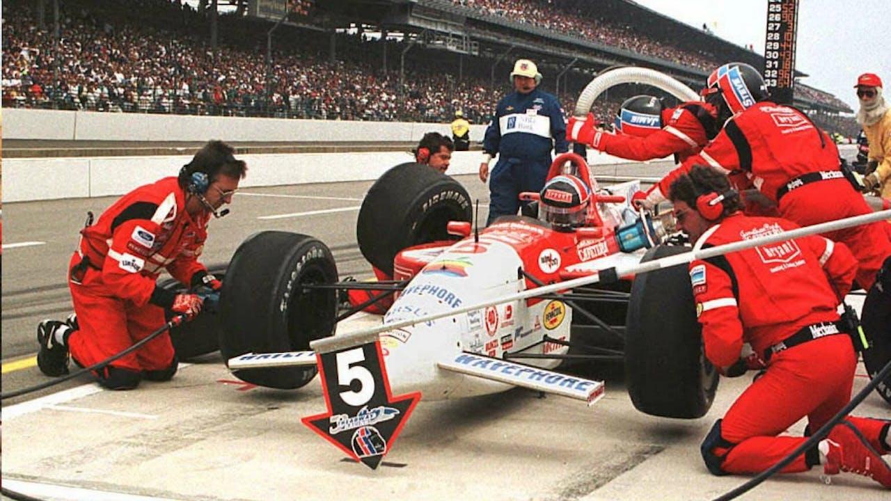 Luyendyk in de pits tijdens de Indy 500 van 1996. Foto: ANP.