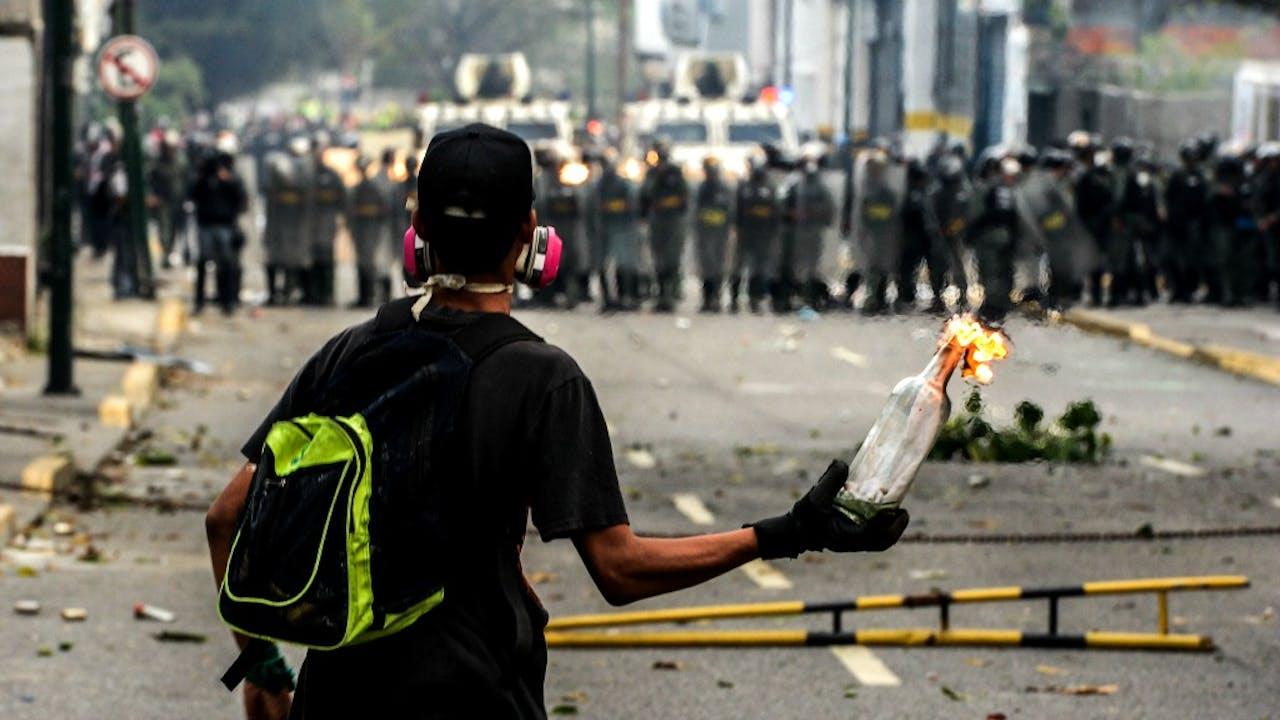 Molotovcocktail in Venezuela. Foto: ANP