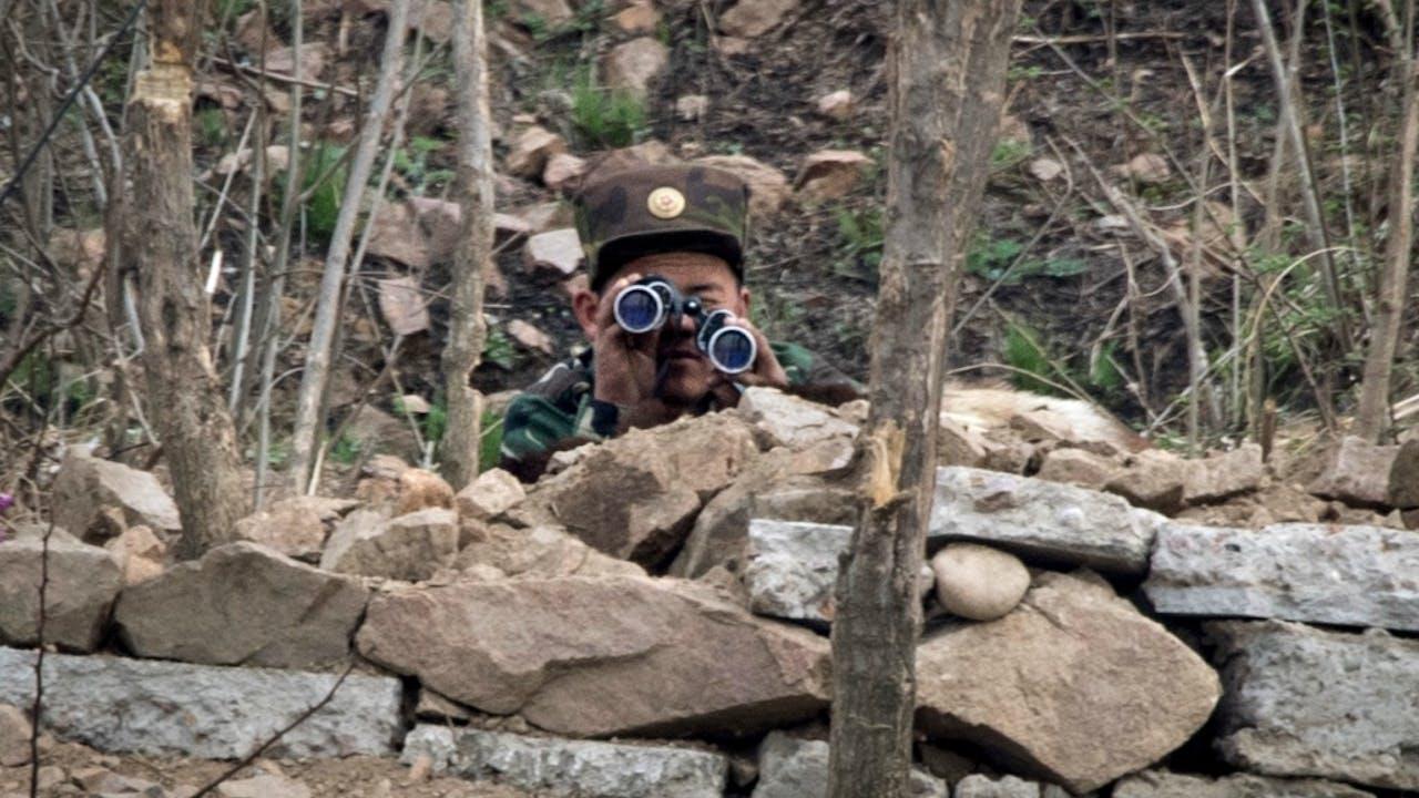 Noord-Koreaanse militair bij de grens met China. Foto: ANP/AFP