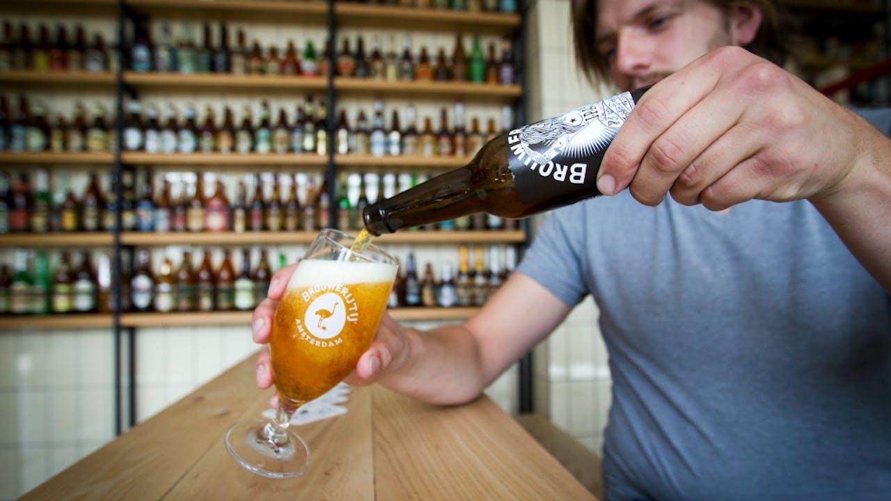Foto: ANP. IPA, het biologische India Pale Ale bier van Brouwerij 't IJ.