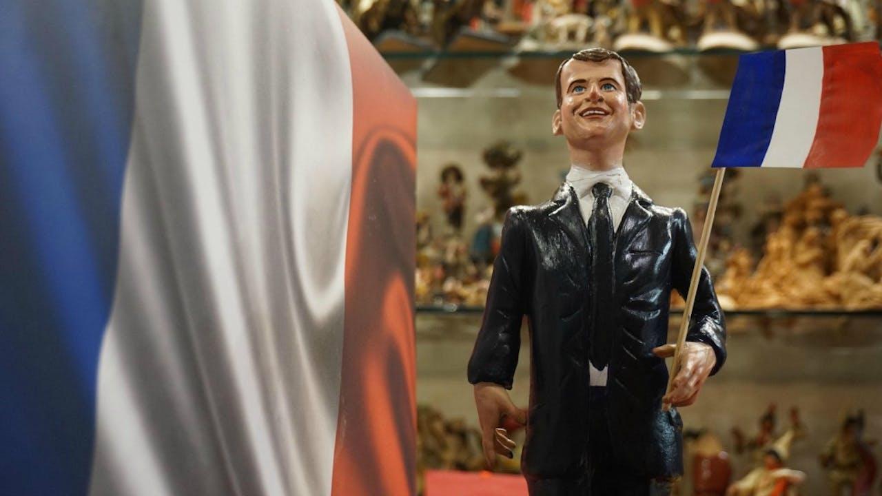 Een poppetje van Emmanuel Macron. Foto ANP