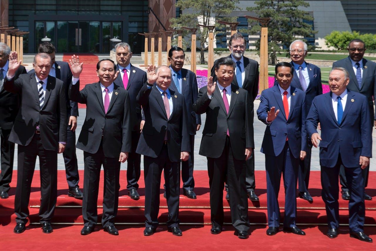 Verschillende regeringsleiders bij het begin van de top in Peking. Foto AFP
