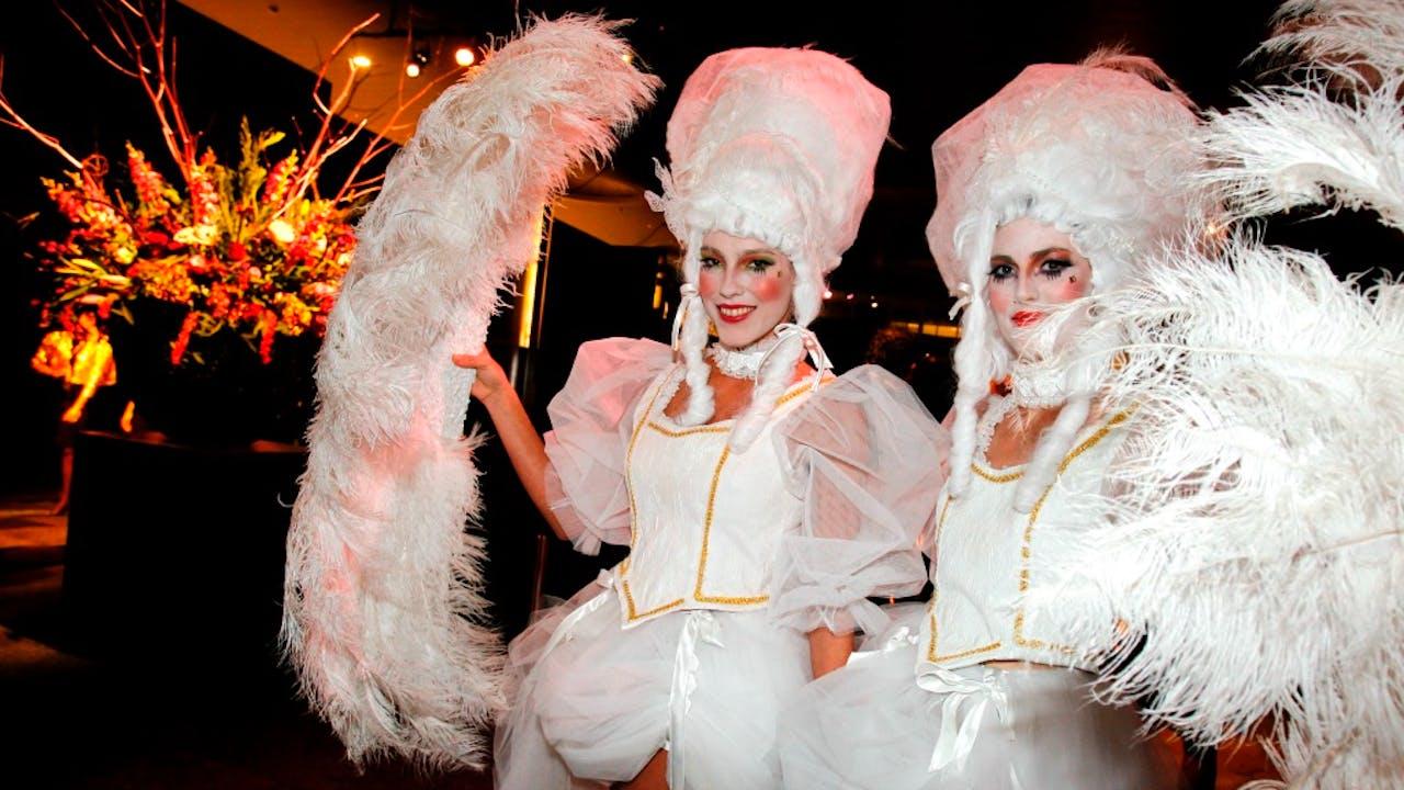 Modellen verkleed op de opening van de tiende editie van de Miljonair Fair, nu Masters of Luxury. Foto ANP