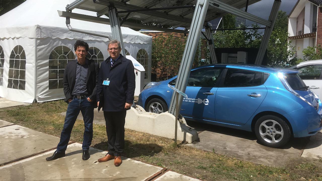 Menno Kardolus, Power Research Electronics (links) en Pavol Bauer, hoogleraar TU Delft. Foto: Rogier Dankerlui.