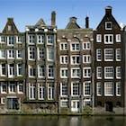 scheve huizen Amsterdam gracht.jpg