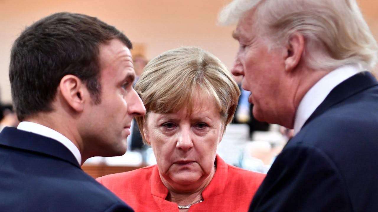Vlnr: Emmanuel Macron, Angela Merkel en Donald Trump tijdens de G20-top. Foto: HH/John MacDougall