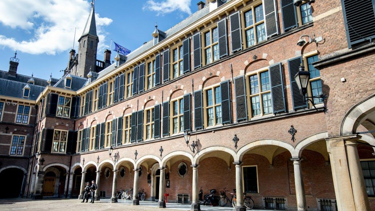 De ingang van de Eerste Kamer op het Binnenhof. Foto ANP
