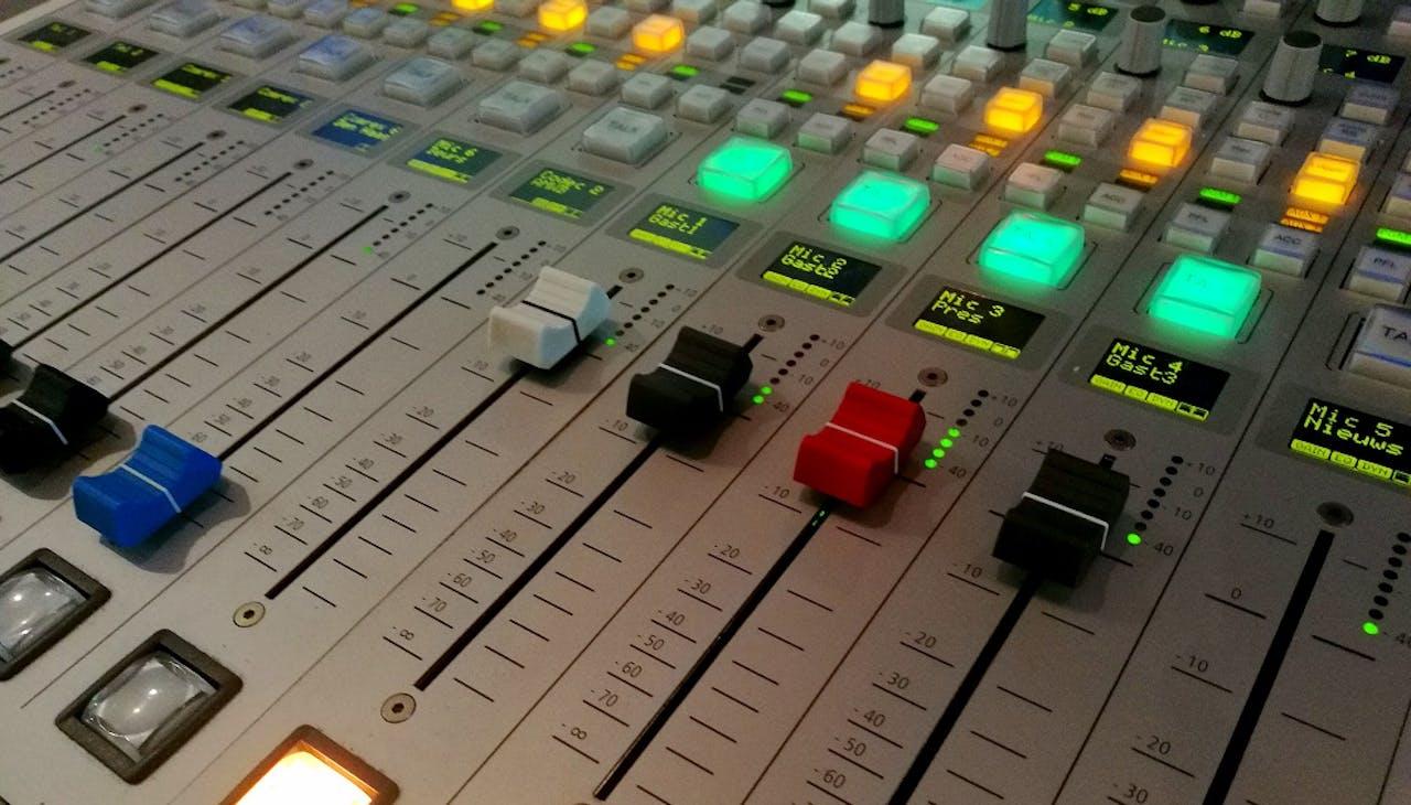 De BNR mengtafel in Studio 1