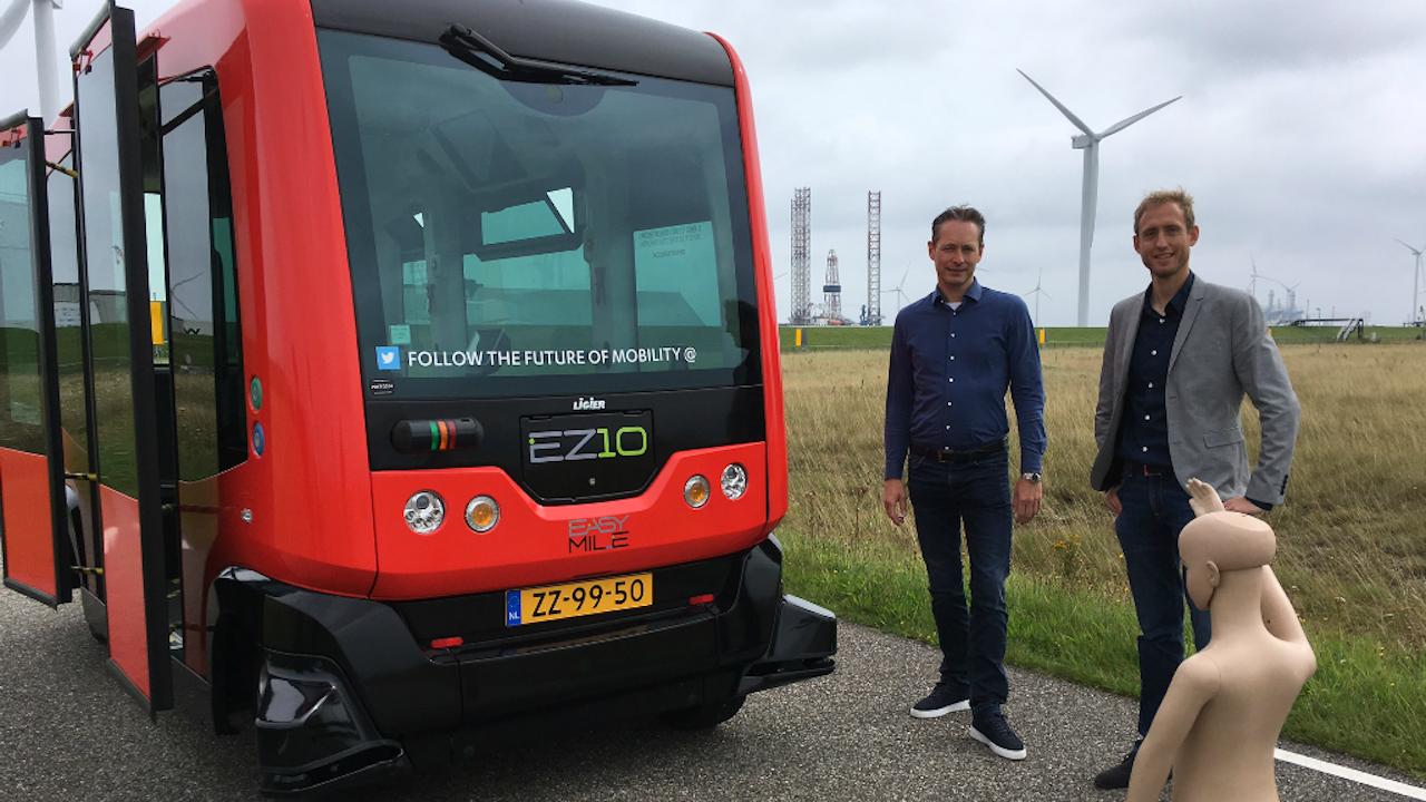 Jorrit Kuipers (links) van RobotTuner en Daniël Koelikamp van provincie Groningen. Foto: BNR/Rogier Dankerlui