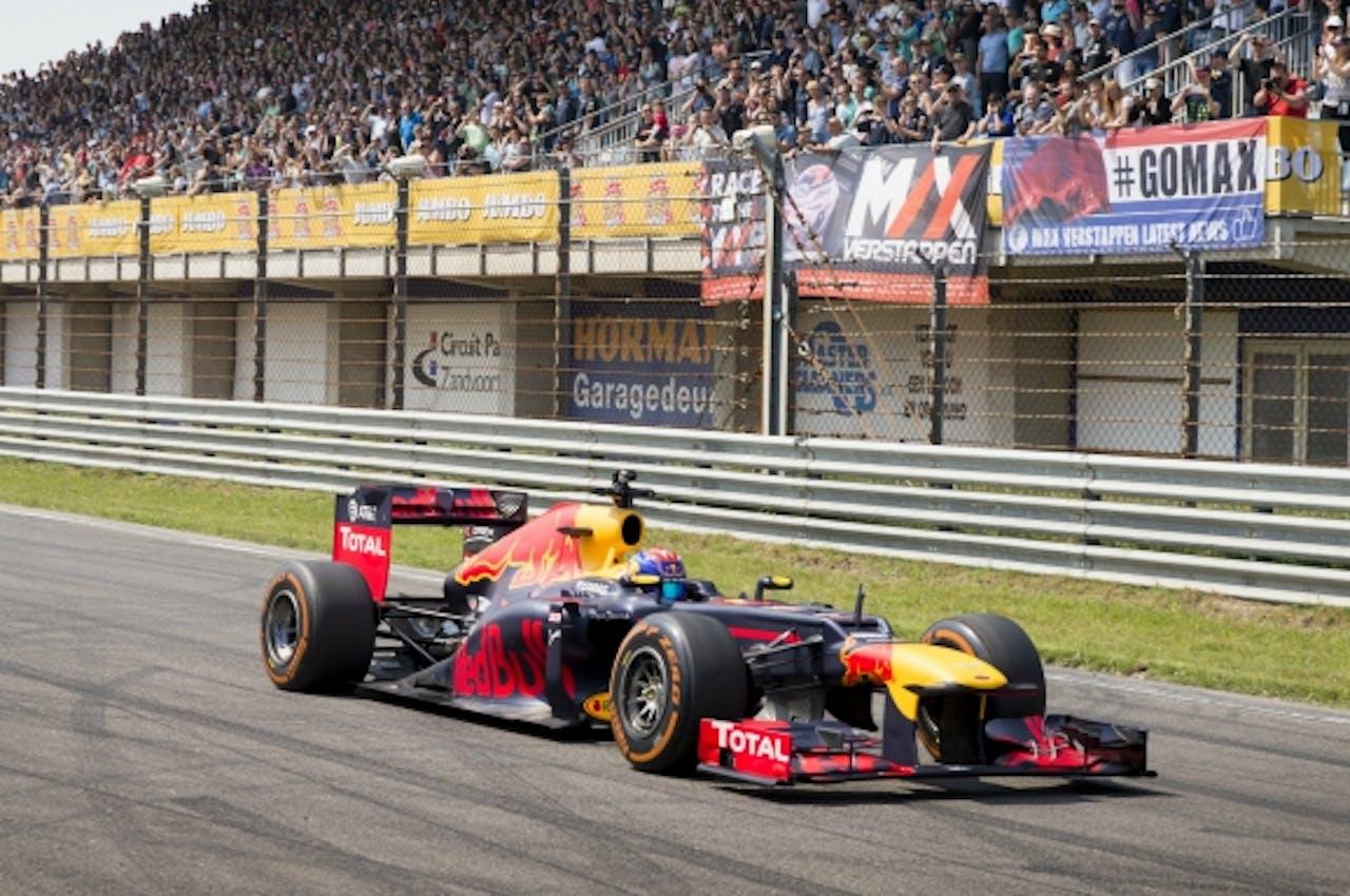 Max Verstappen in zijn Red Bull tijdens de racedagen op Circuit Zandvoort