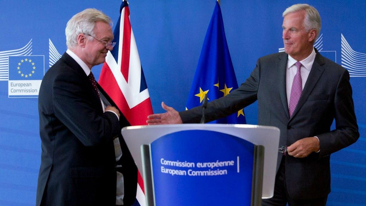 David Davis (L) en Michel Barnier (R). Foto: HH/AP