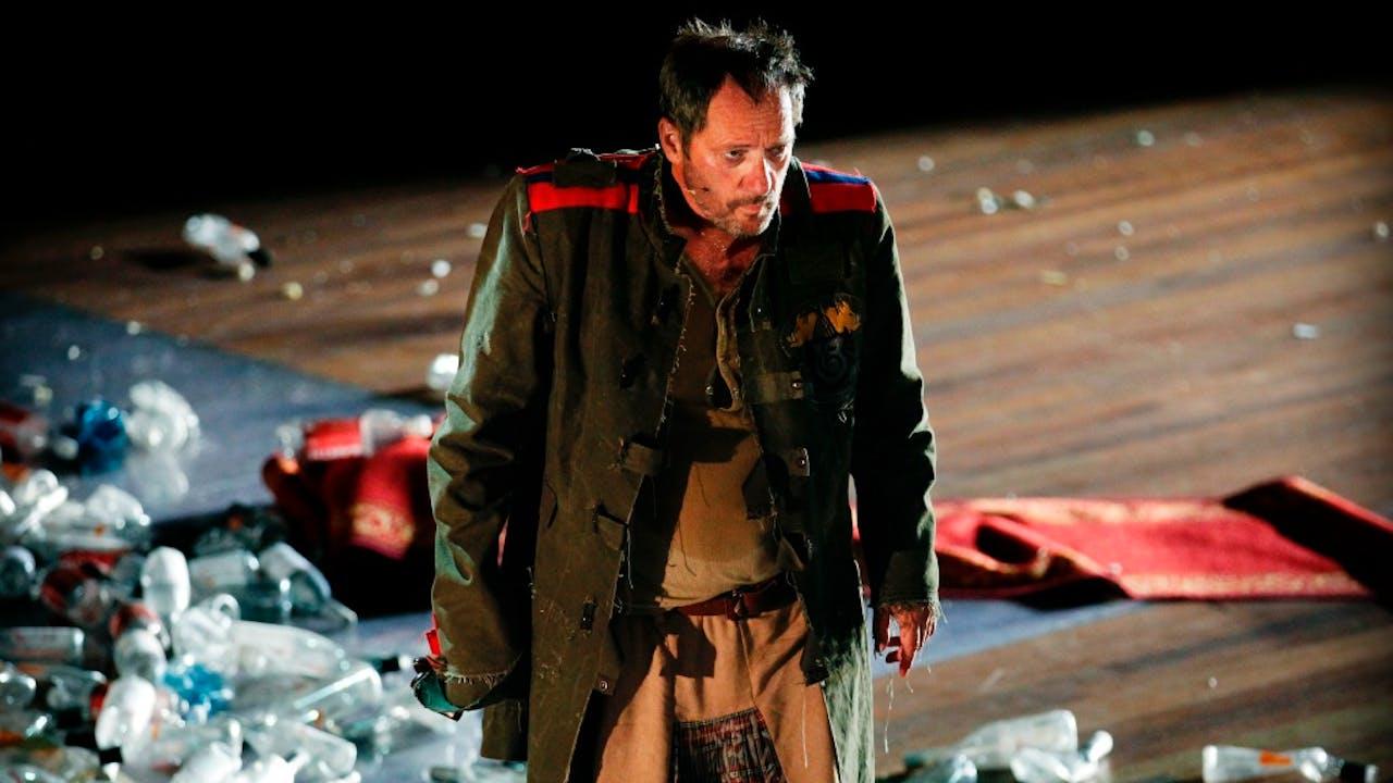 Acteur en schrijver Gijs Scholten van Aschat in het toneelstuk Richard III van Theatergroep Orkater/SSBA. Foto ANP