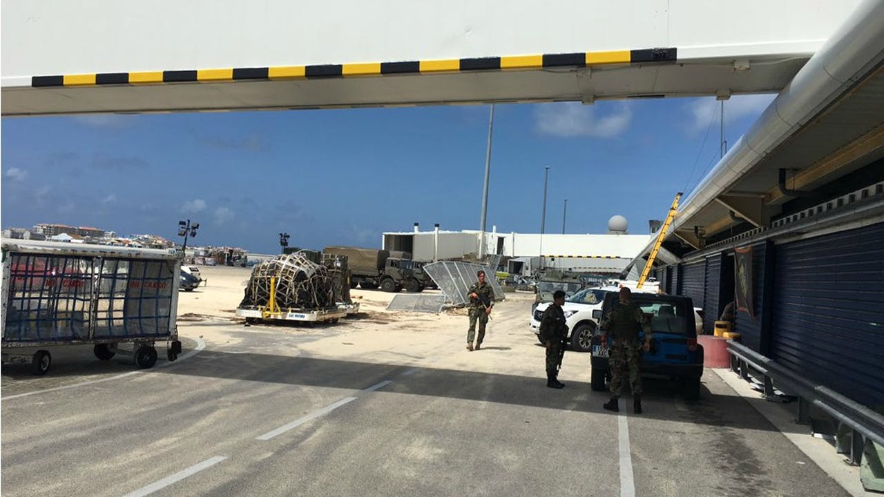 Het vliegveld van Sint-Maarten na orkaan Irma. Foto BNR / Martijn de Rijk