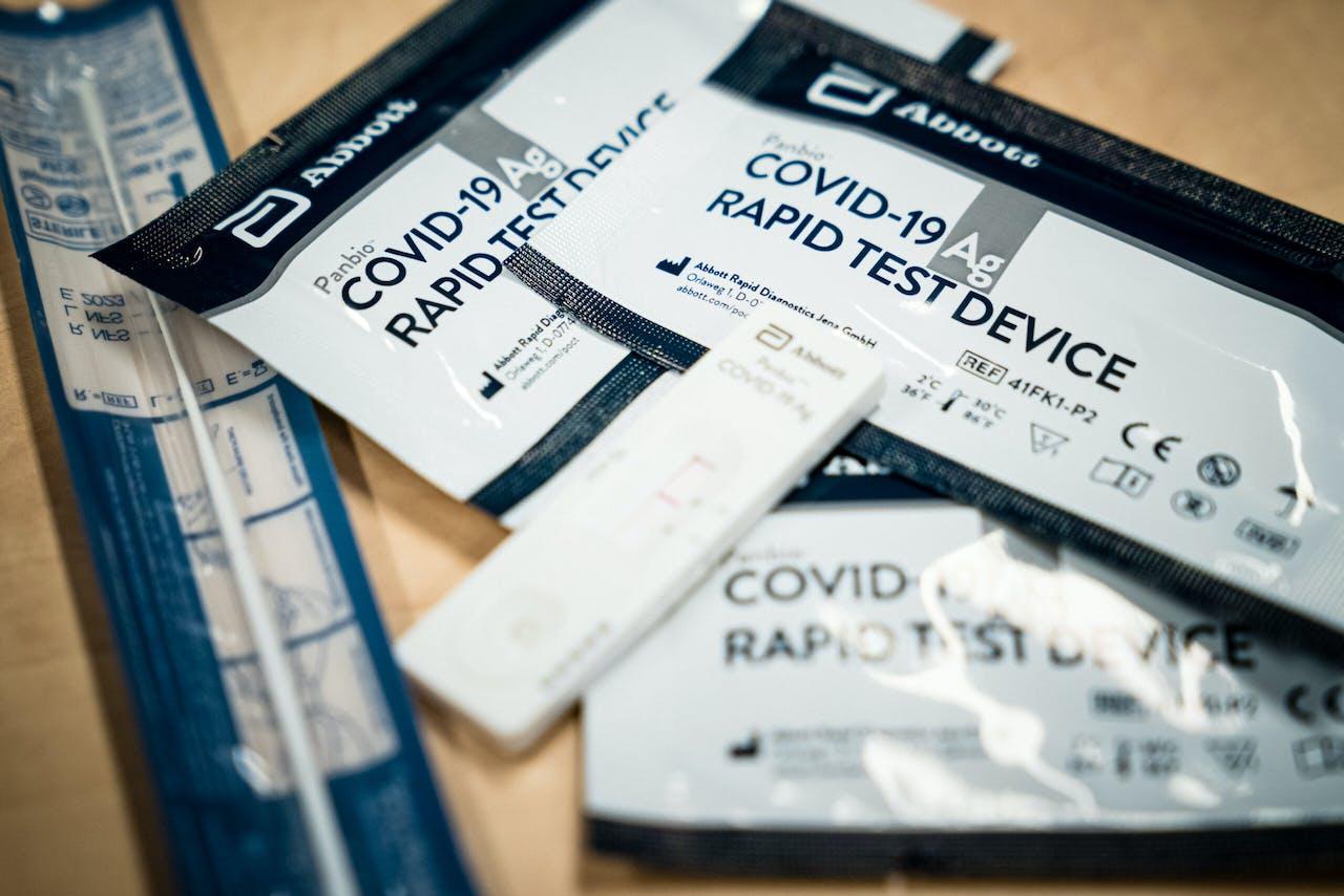Een commerci'le COVID-19 rapid test