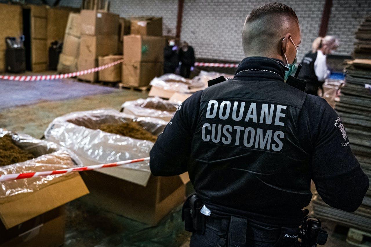 Een illegale sigarettenfabriek die werd ontdekt tijdens invallen van de fiscale opsporingsdienst FIOD en de douane in Limburg in een onderzoek naar illegale sigarettenproductie en -handel.