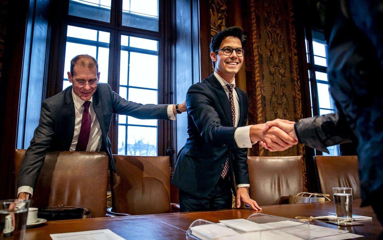 Staatssecretaris van Financiën Menno Snel en D66-leider Rob Jetten, voorafgaand aan de stemming in de Eerste Kamer.