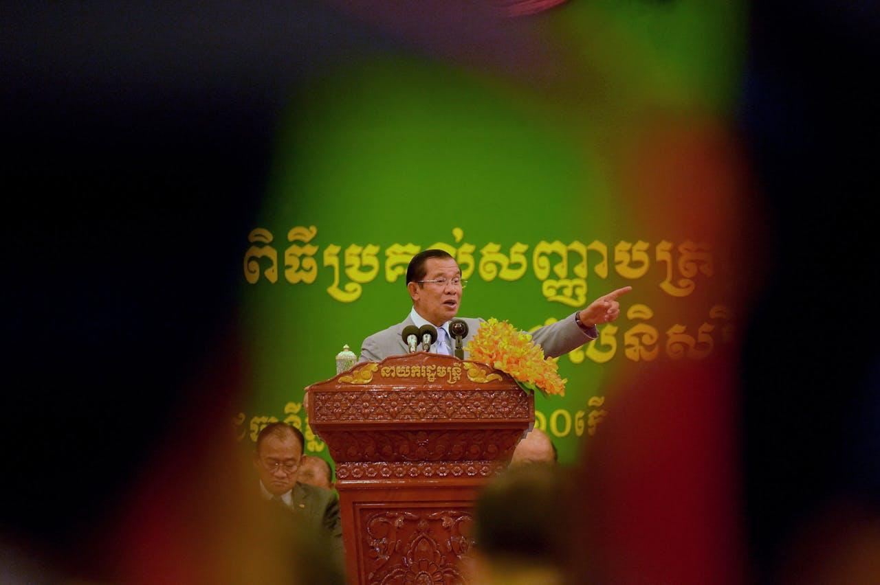 Premier Hun Sen houdt een toespraak.