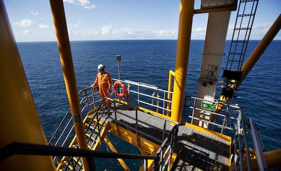Een boorplatform op Noordzee.