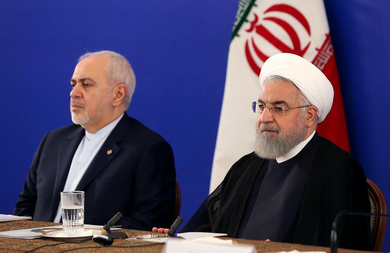 President Hassan Rouhani (R) en zijn topdiplomaat, Mohammad Javad Zarif,