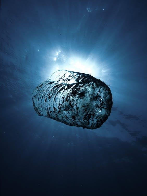 'Plastic fles in de oceaan'