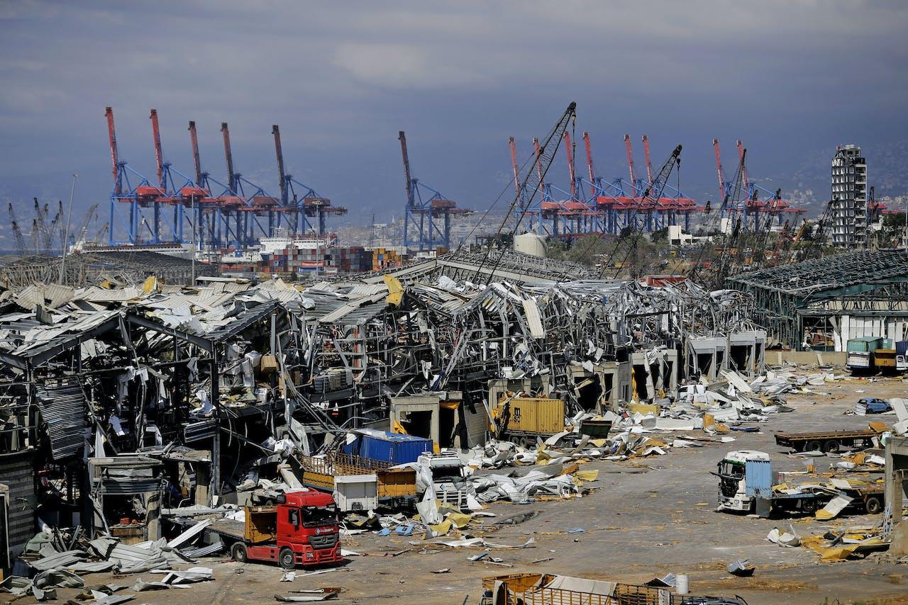 De haven van Beiroet ligt in puin na de verwoestende explosie op 4 augustus 2020.