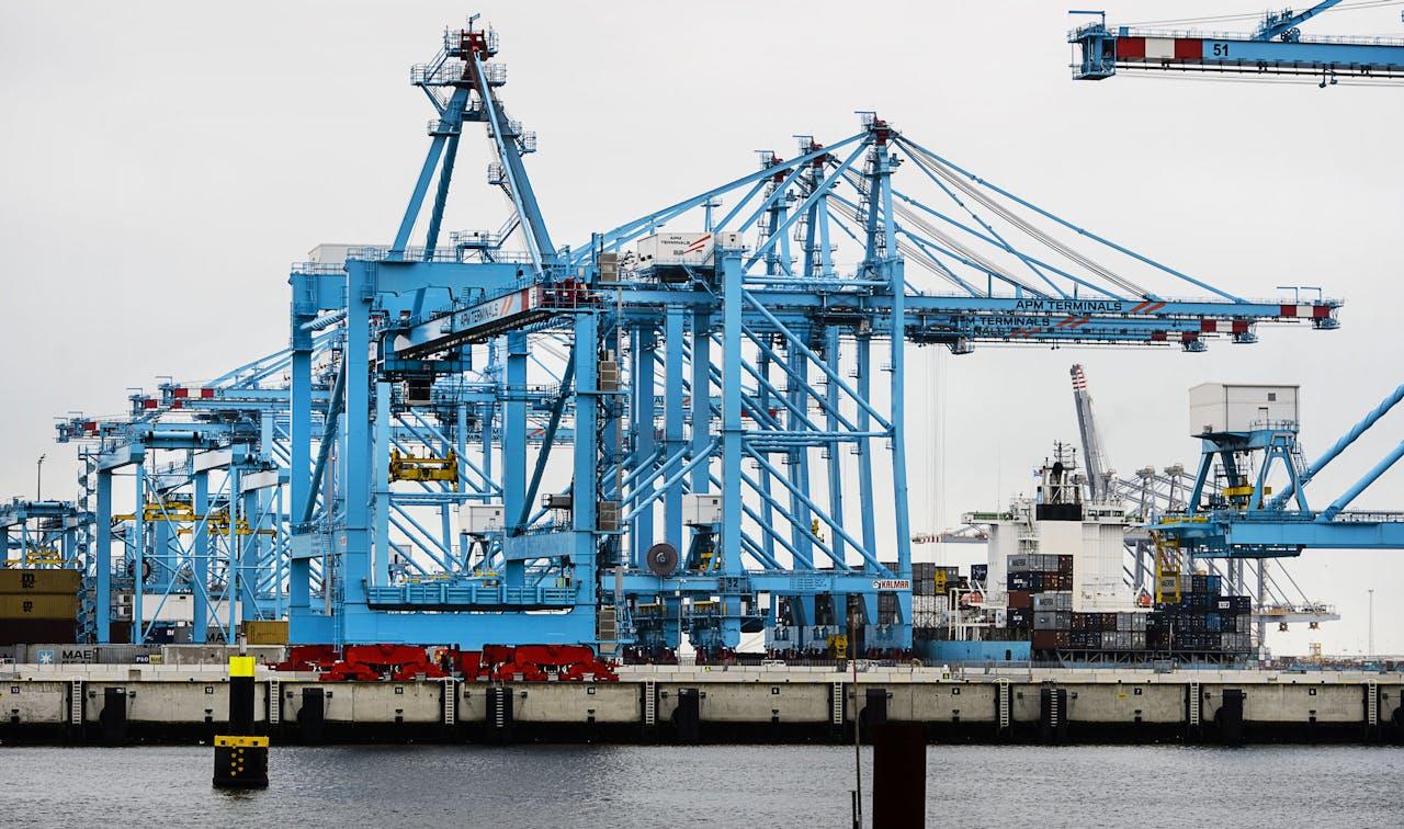 Een containerterminal van APM op de Maasvlakte II.