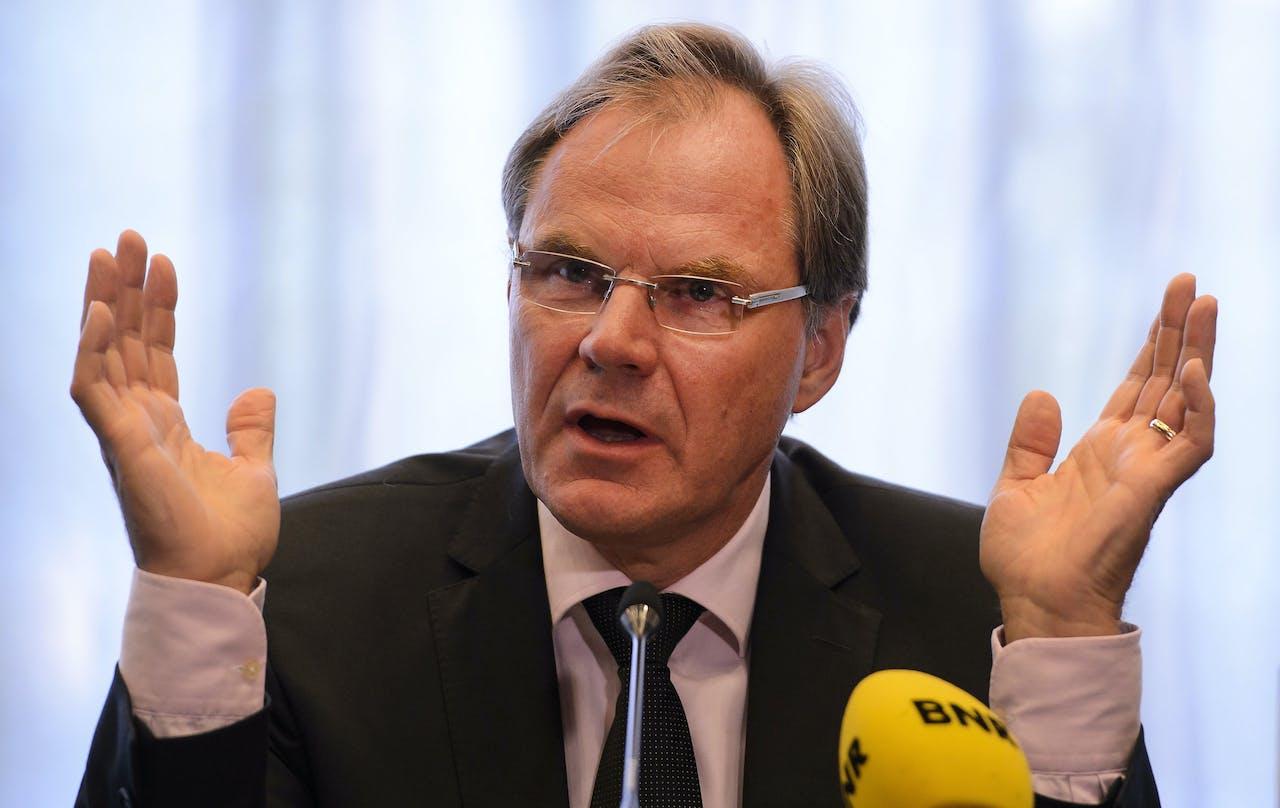 Bestuursvoorzitter Gerard van de Aast tijdens een persconferentie van Imtech.