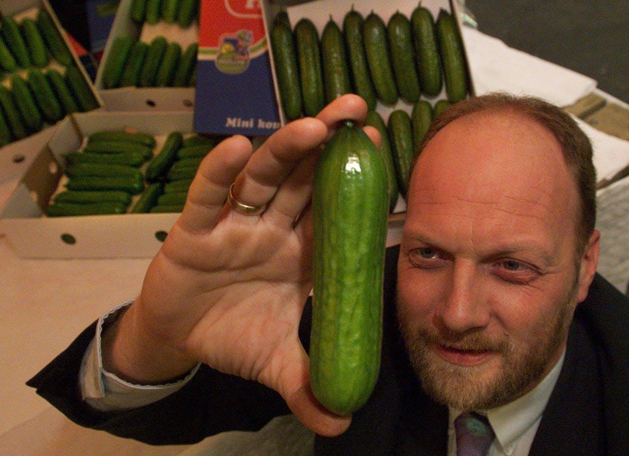 Dit is wat je krijgt als je in een fotodatabase op 'gewone Nederlander' zoekt: Eric Koreneef, eigenaar van een mini-komkommerkwekerij in Vierpolders.