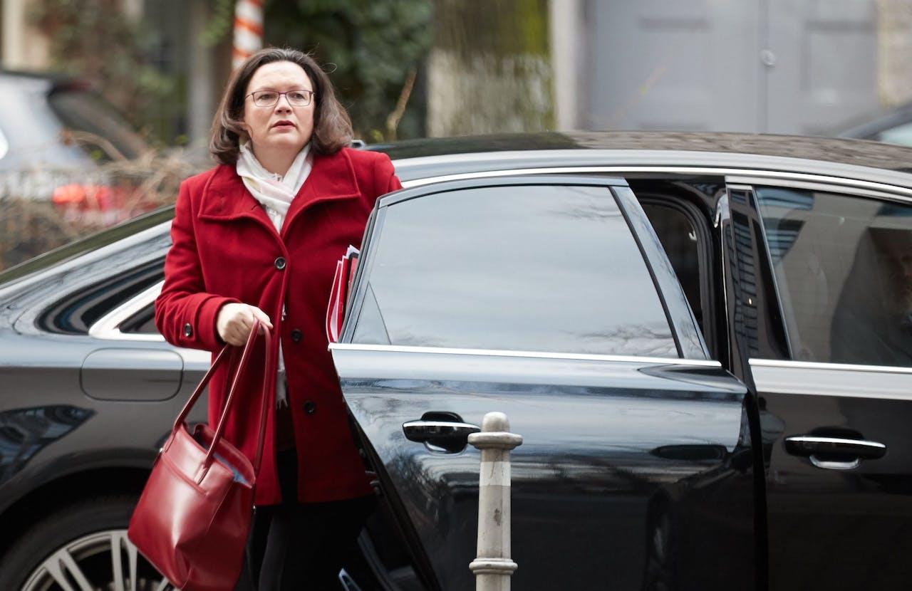 Angela Nahles, voorzitter van de SPD, komt aan in het Willy Brandt-huis voor de verdere onderhandelingen met het CDU/CSU.