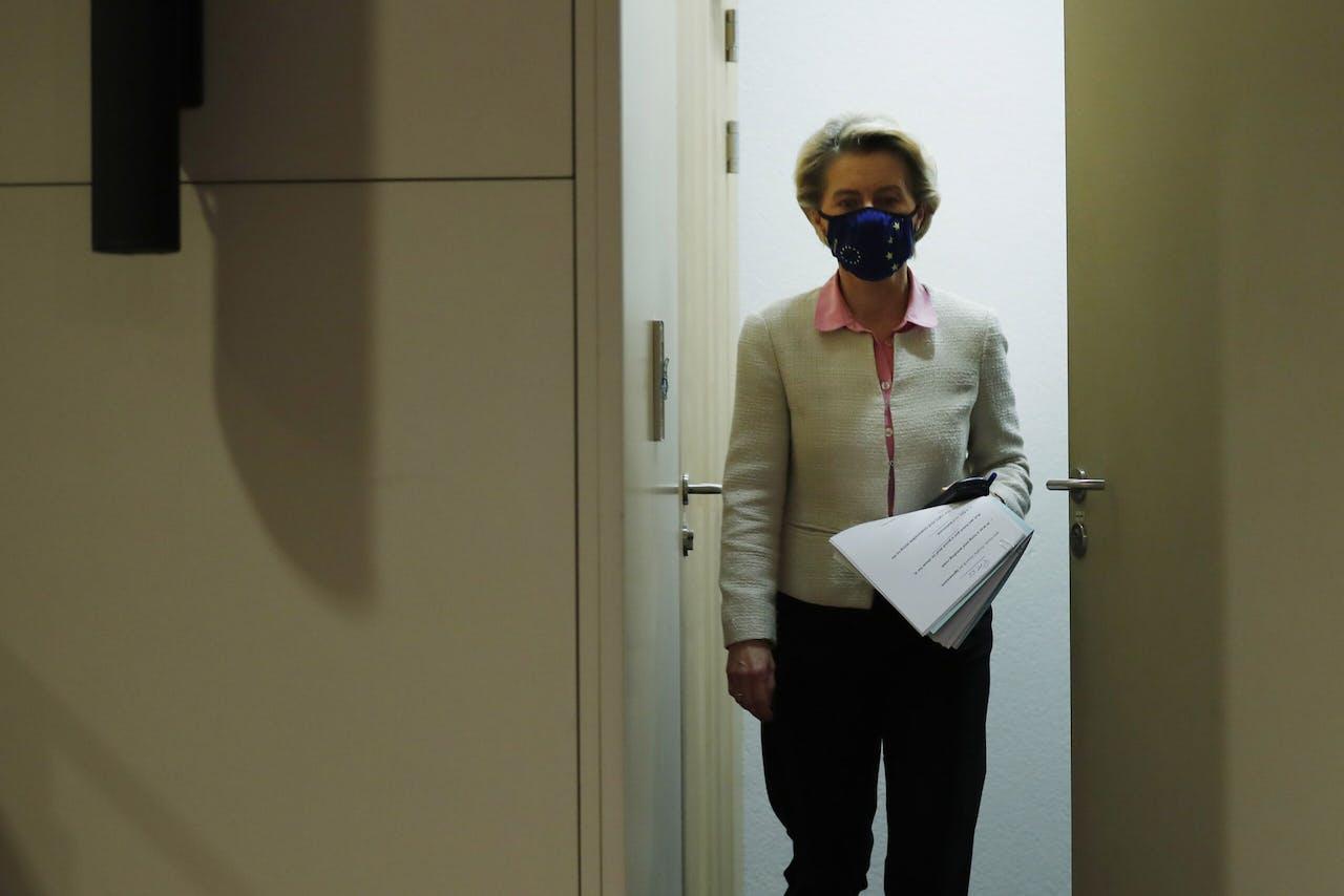 Commissie President Ursula von der Leyen komt aan voor verklaring over het net gesloten Brexitakkoord.