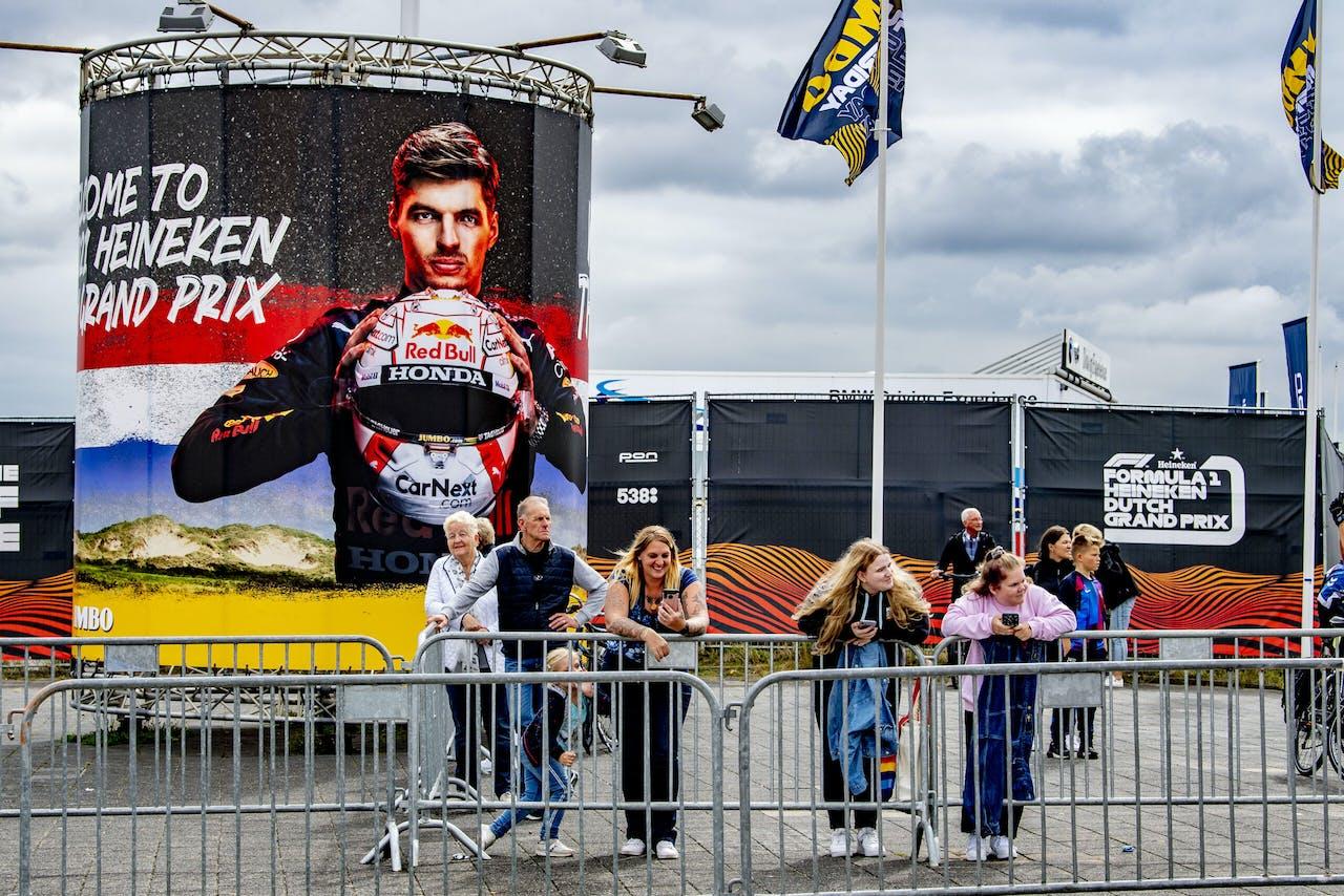 ZANDVOORT - Formule 1 fans bij het circuit in Zandvoort . Voor het eerst sinds 36 jaar wordt op Circuit Zandvoort de Formule 1-wedstrijd Dutch Grand Prix Zandvoort gereden ANP / Hollandse Hoogte Robin Utrecht