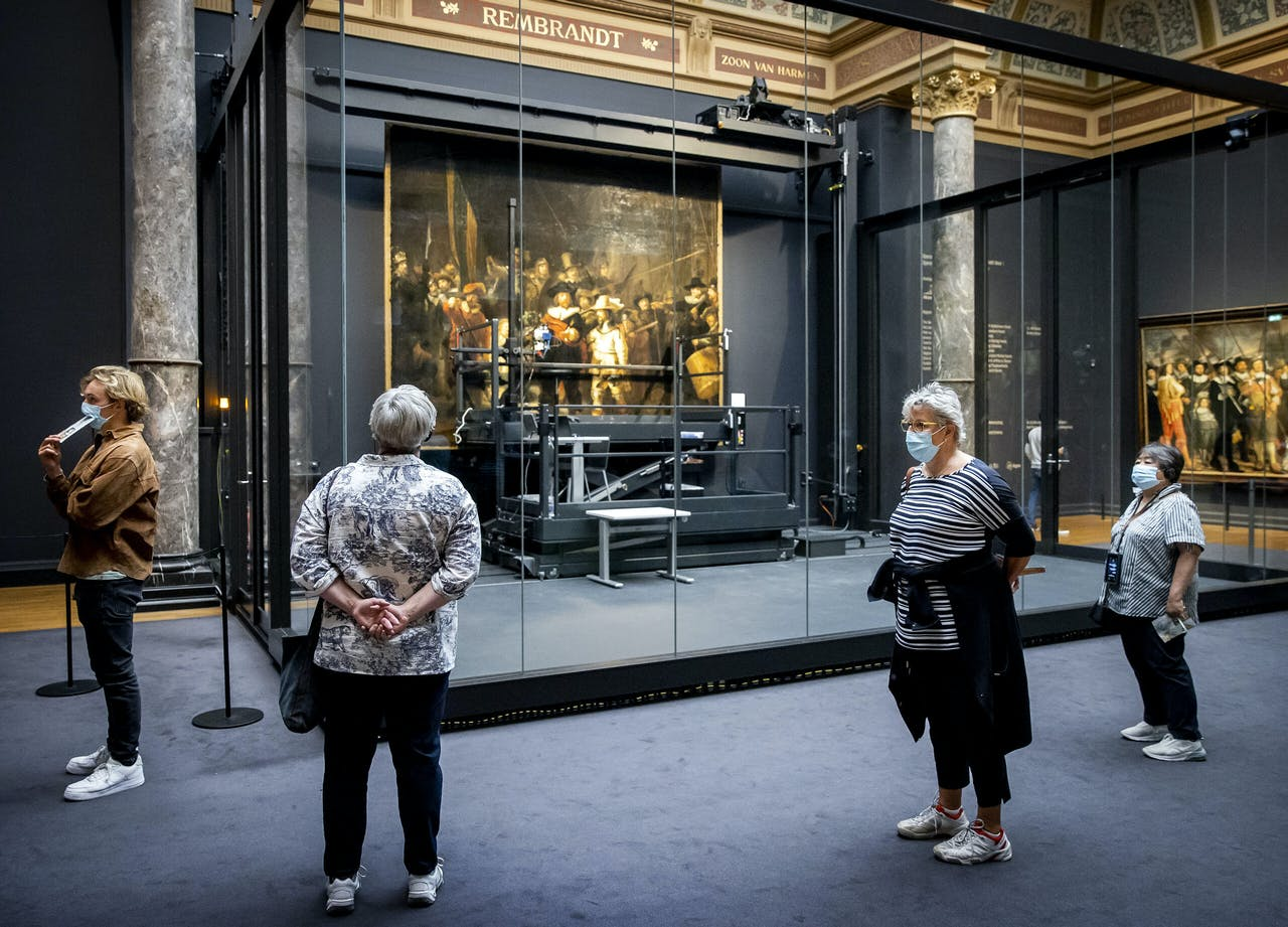 Bezoekers van het Rijksmuseum