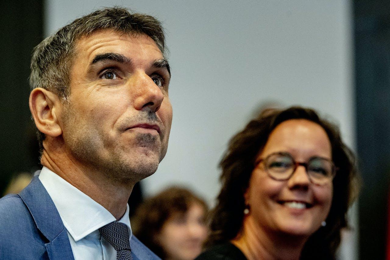 De staatssecretarissen Tamara van Ark (Sociale Zaken en Werkgelegenheid) en Paul Blokhuis (Volksgezondheid, Welzijn en Sport)