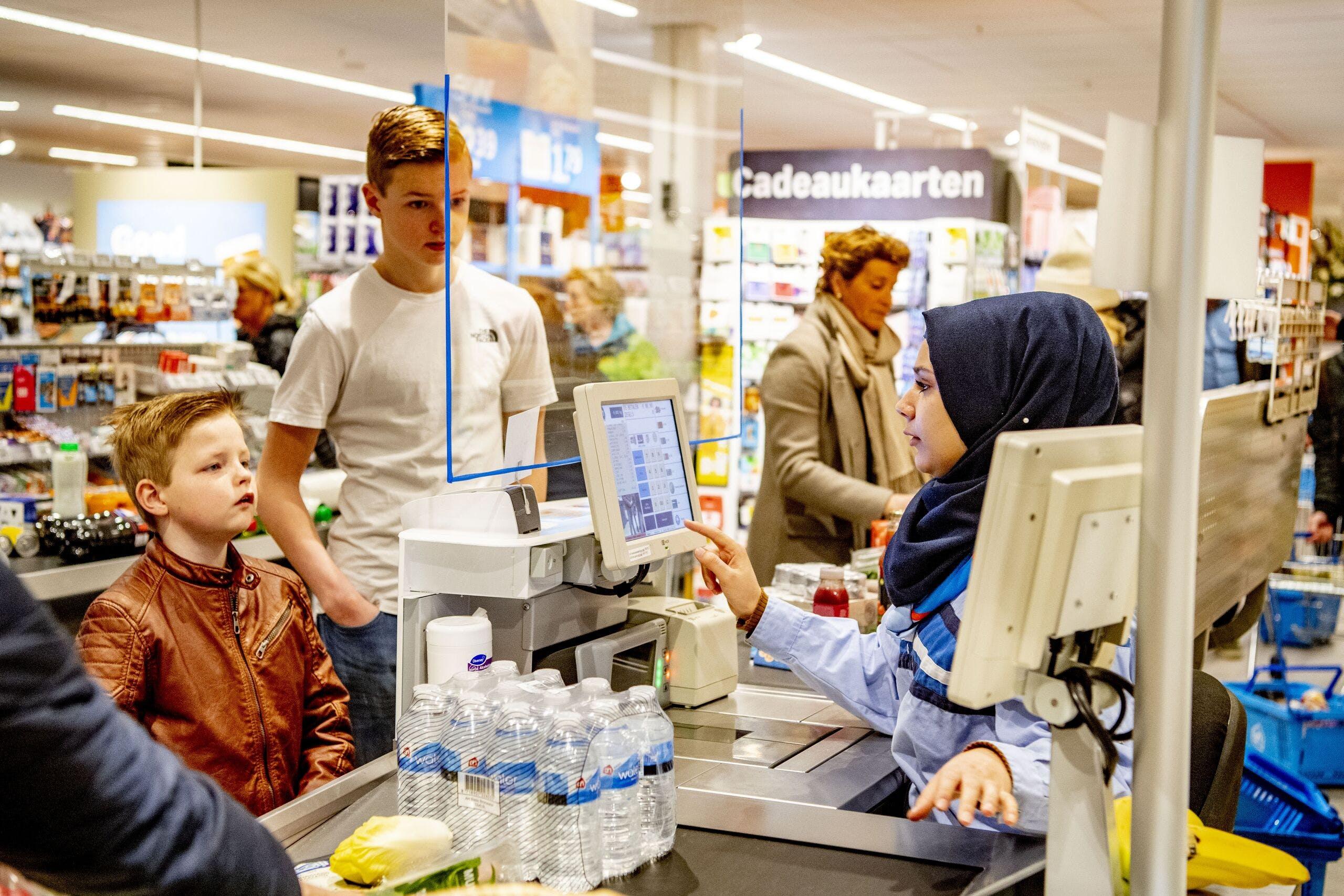 Albert Heijn legt leveranciers coronaboete op - BNR Nieuws
