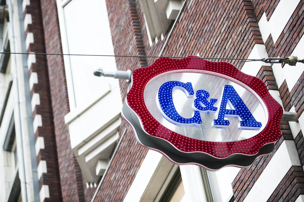 Exterieur van de C&A aan het Damrak in Amsterdam.