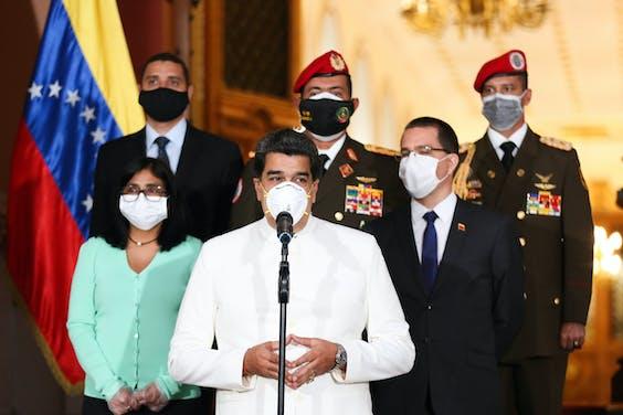 De Venozolaanse president Maduro houdt een toespraak waarin hij ingaat op de oliecrisis, die tegelijk met de coronacrisis is ontstaan.