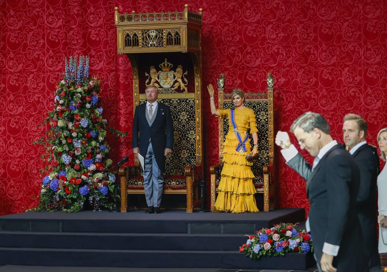 Koning Willem-Alexander en koningin Maxima na het uitspreken van de troonrede op Prinsjesdag in de Grote Kerk.